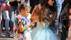 Wie Papa Kanye: North West in erster eigener Fashion-Show!