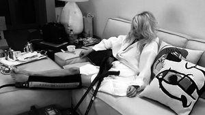 Wegen Tanz-Verletzung: Pamela Anderson braucht jetzt Krücken
