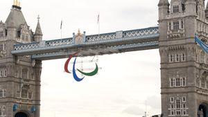 Paralympics Symbol über London Bridge