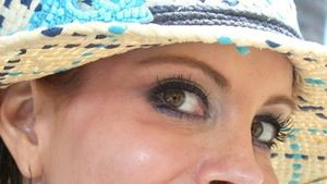 Neuer Trend? Phoebe Price mit geklebten Leo-Lippen