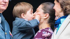 Opa wird 73: Prinz Oscar feiert gut gelaunt im Mini-Anzug