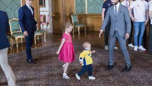 Prinzessin Estelle und Prinz Oscar beim Empfang des schwedischen Eishockeyteams in Stockholm