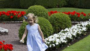 Prinzessin Leonore im Garten von Schloss Solliden