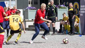 Richtig ehrgeizig: Mette-Marit & ihr Haakon spielen Fußball!