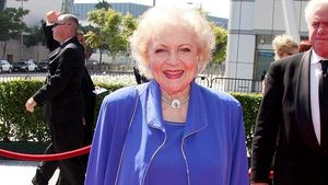 "Video: ""Golden Girl"" Betty White als Weinachtsfrau"