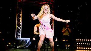 Heiße Strip-Show! Rebecca Kratz feierte mit den SixxPaxx