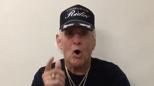 """""""Bin noch nicht tot"""": Ric Flair meldet sich mit Witz zurück!"""