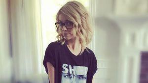 """Sarah Hyland in einem """"Sherwood""""-T-Shirt auf Instagram"""