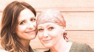 Sarah Michelle Gellar (l.) und die an Brustkrebs erkrankte Shannen Doherty (r.)