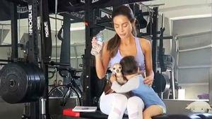 Sarah Stage mit ihrem Sohn beim Training