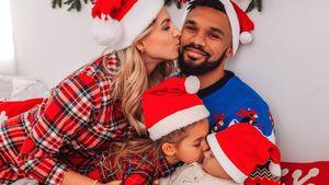Baby Kyla mit Santa-Mütze: Festliche Grüße von den Harrisons