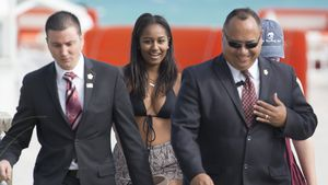 Sasha Obama mit Bodyguards am Strand von Miami