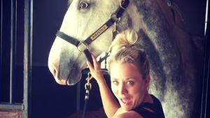 """Kaley Cuoco mit ihrem Pferd """"Poker Face"""""""