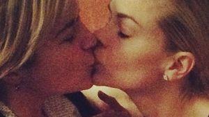 Mädels-Knutscher! Jaime King küsst Selma Blair