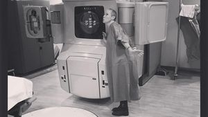 """Shannen Doherty küsst Bestrahlungsgerät: """"Es heißt Maggie!"""""""