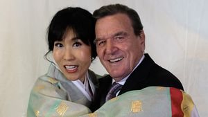 3. Hochzeitsfeier: Gerhard Schröder schmeißt Party in Berlin
