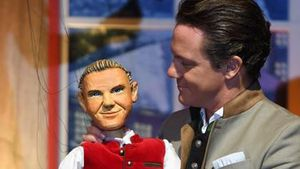 Liebesbeweis? Stefan Mross' Profilbild mit Anna-Carina-Puppe