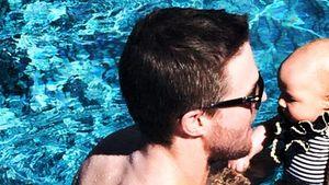 Stephen Amell & Tochter beim Planschen im Pool