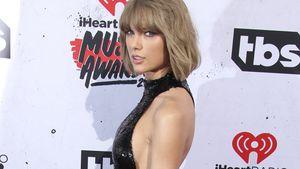 Taylor Swift posiert am Red Carpet