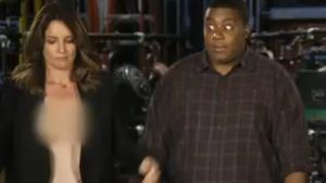 Hot! Tina Fey zieht bei Promo-Auftritt blank
