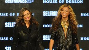 Tina und Beyoncé Knowles bei der London Fashion Week Spring/Summer 2012