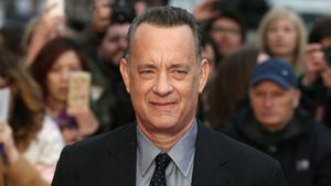 Emotional wie nie! Tom Hanks weint fast in Radio-Interview