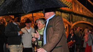 Uli Hoeneß und seine Frau Susanne verstecken sich auf der Wiesn