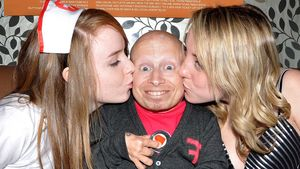 """Austin Powers""-Verne Troyer rockt die Uni!"