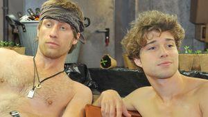 Zac und Bommel mit nackten Oberkörpern