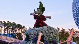Frühlingshaft: Micky & Co. im Blumen-Gewand
