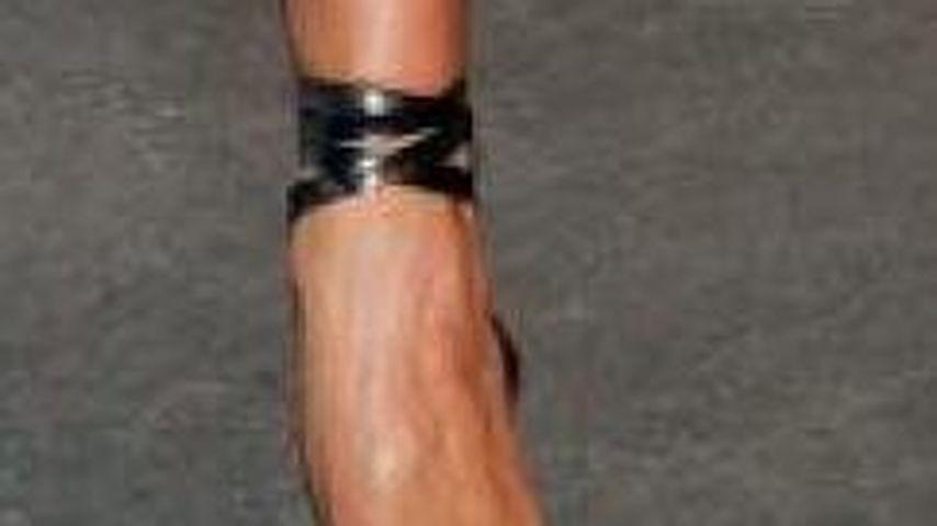 Außergewöhnlich Victoria Beckham braucht dringend Fuß-OP | Promiflash.de #VB_01