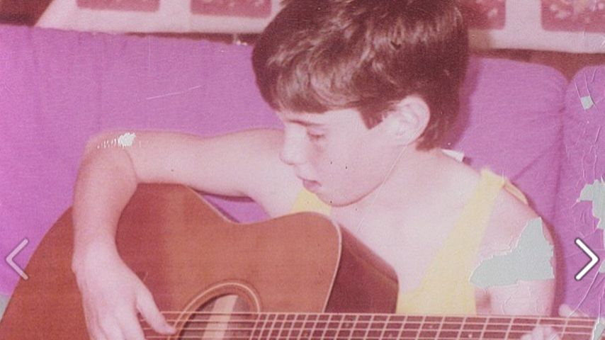 Schon damals ein Rockstar: Dieser Musiker übte schon früh!