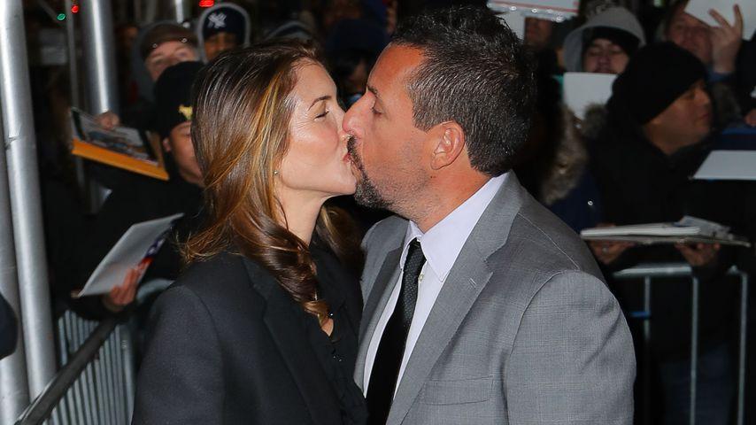 Selten: Adam Sandler küsst seine Jackie in Öffentlichkeit
