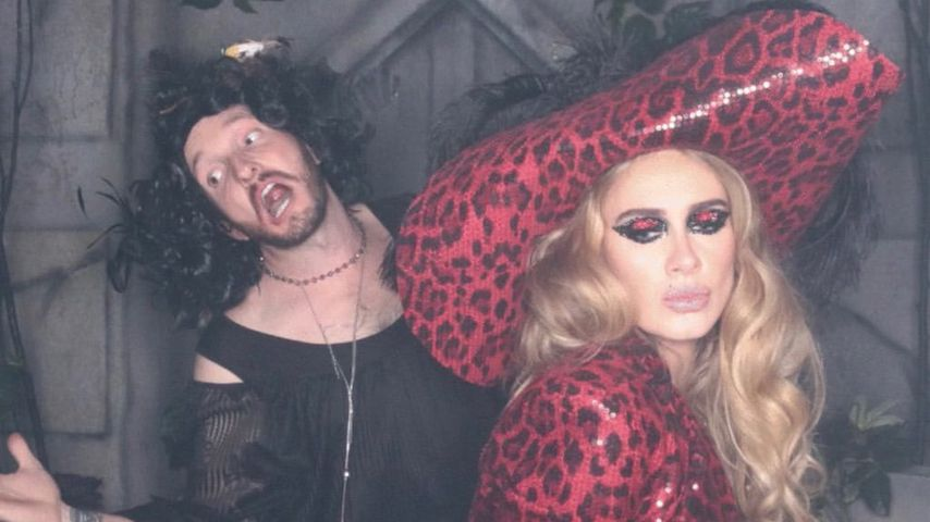 Hier präsentiert Adele ihre schlanke Figur als Piraten-Braut