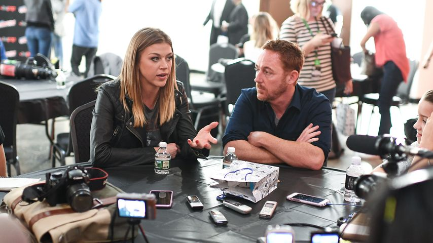 Adrianne Palicki und Scott Grimes bei einem Interview in New York