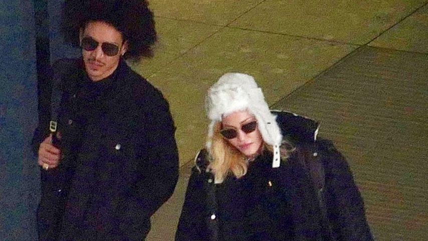 Ahlamalik Williams und Madonna am Flughafen in London