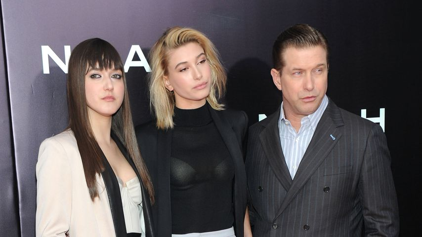Alaia Baldwin, Hailey Bieber und Stephen Baldwin bei einer Premiere