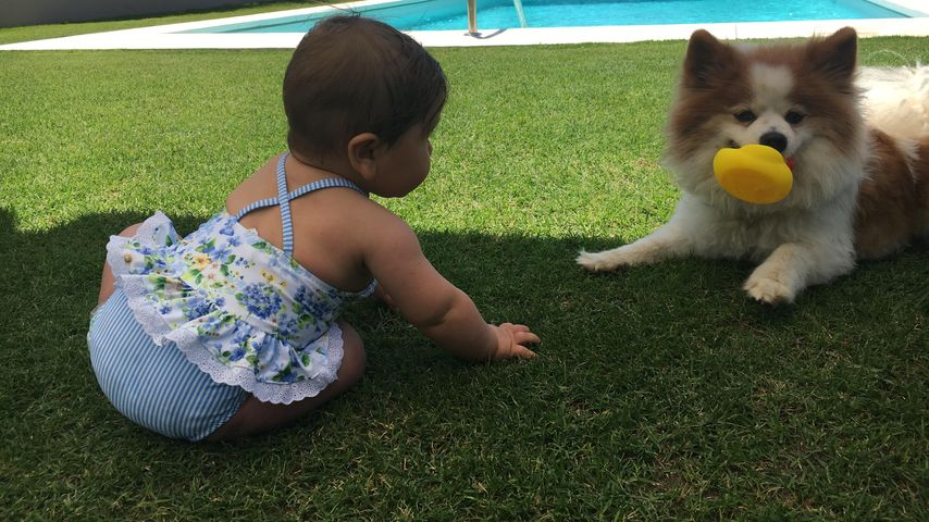 Alaia-Claire mit Hund Louis