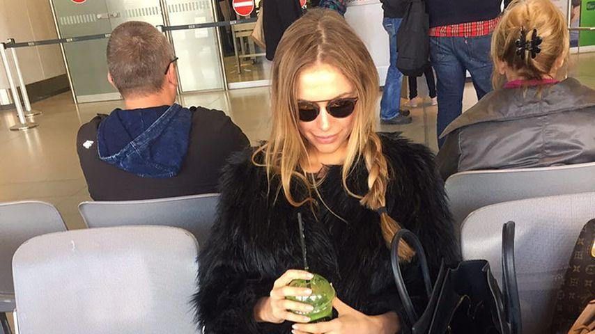 Alena Gerber am Flughafen