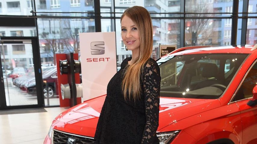 Alessandra Meyer-Wölden happy: 1. Zwillings-Baby-Bauch-Pic!