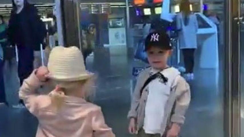 Am Flughafen: Alessio Lombardi wird zum Mädchen-Schwarm