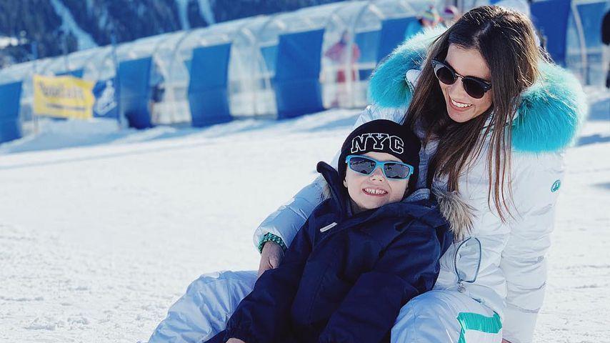 Süßer Schnee-Pinguin: Alessio Lombardi lernt Ski-Fahren!
