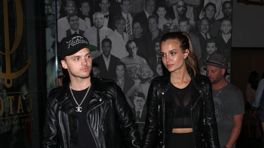 Alexander DeLeon und Josephine Skriver