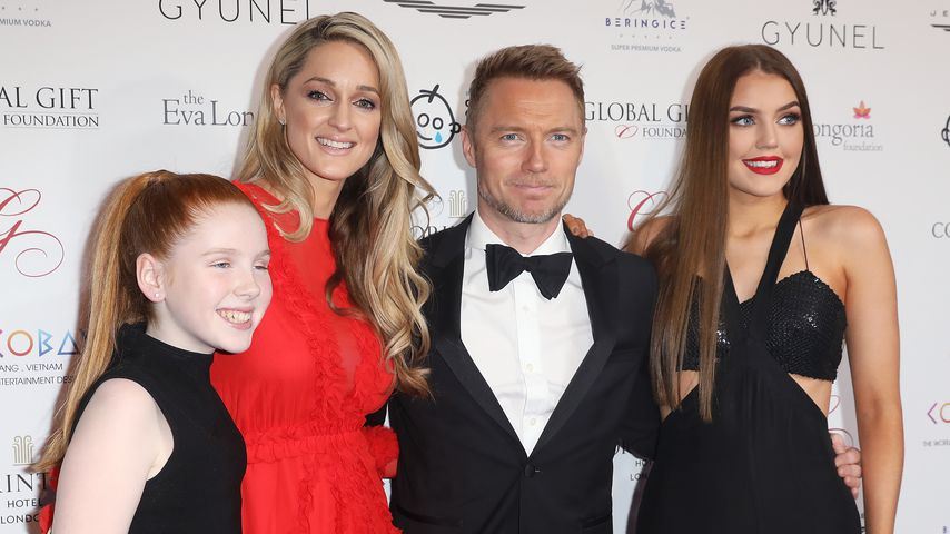 Ronan Keating mit Tochter Ali, Gattin Storm und Tochter Missy (v.l.) 2017 in London