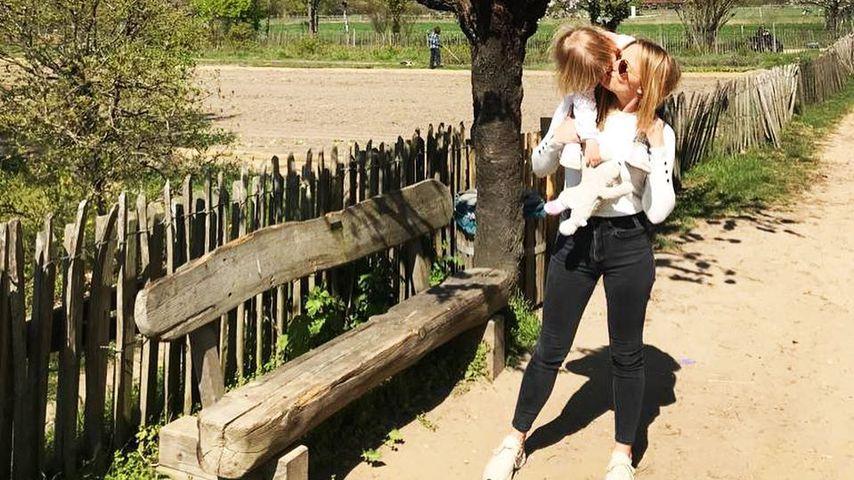 Alina Merkau mit ihrer Tochter Rosa