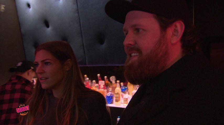 "Alina (Saskia Beecks) und Jan (Christoph Oberheide) im LA14 in Berlin, Szene aus ""Köln 50667"""