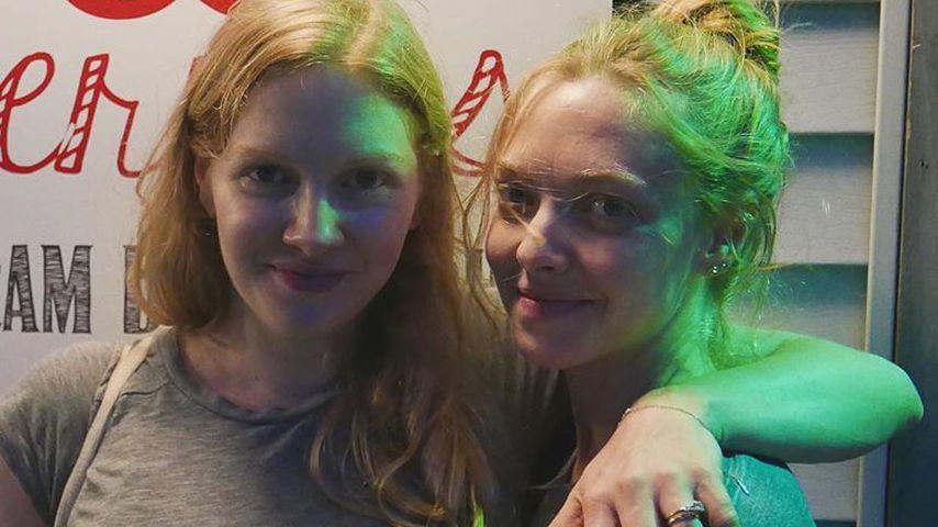 Amanda Seyfried (r.) und ihre Schwester Jennifer