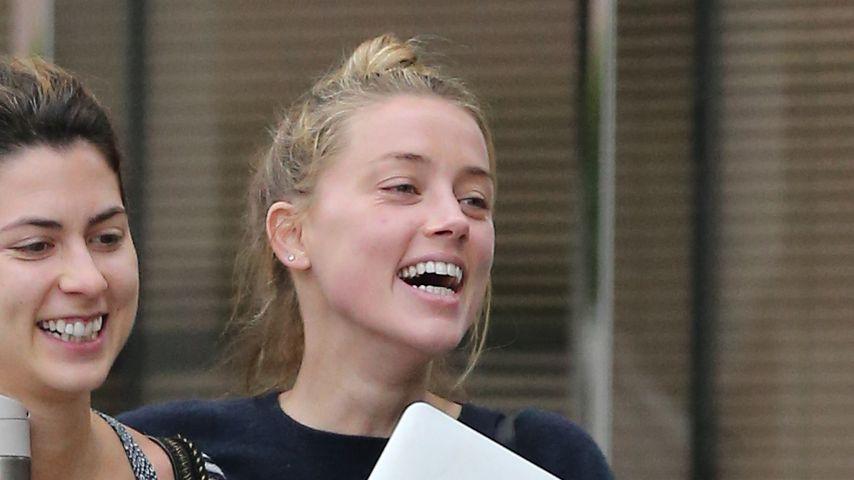 Super happy! Amber Heard lacht Prügel-Skandal einfach weg