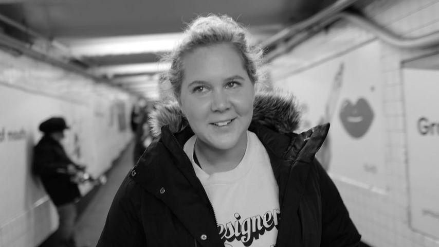 Mit Clip vom Erbrechen: Schwangere Amy Schumer sagt Shows ab