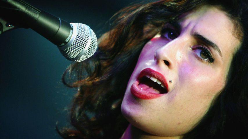 Witzig oder abartig? Museum stellt Amy Winehouse' Kot aus!